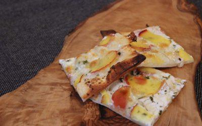 Flammkuchen – Ziegenkäse & wilde Pfirsiche
