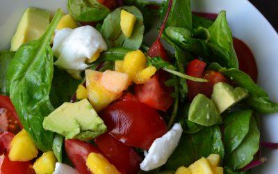 Sommerlicher Salat mit Mango